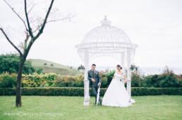 Matrimonio nel parco archea con sposi al centro giardino